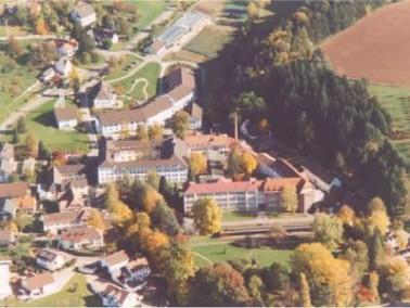 Am Fuße des Schwarzwaldes liegt das Kreispflegeheim Hub bei Ottersweier. Verkehrsgünstig ...