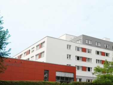 Seit Anfang Juli 2009 ist der Zamenhof wieder eröffnet. Die Altenpflegeeinrichtung liegt umgebe...