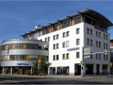 Das Pflegeheim Casa Medici liegt zentral in Filderstadt-Bernhausen. Seit dem Jahr 2000 werden hier 7...