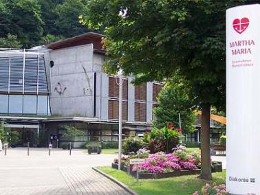 Die Häuser des Seniorenzentrums Martha-Maria liegen inmitten der Gemeinde Lichtenstein-Honau. D...