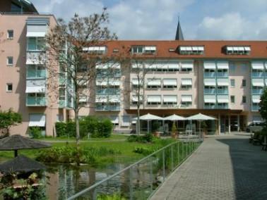 Das 1996 erbaute, modern und wohnlich gestaltete Samariterstift Geislingen liegt direkt an der Fußgä...