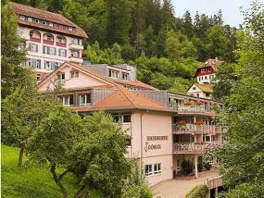 Die Seniorenresidenz Schönblick liegt idyllisch am Ufer der Nagold, umgeben von Gärten und...