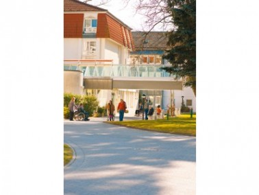 Die verschiedenen Gebäude der CURANUM Seniorenresidenz Hirschhalde befinden sich am südöstlichen Sta...