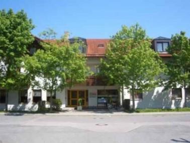 Das Seniorenheim proVita liegt am südlichen Rand von Kolbermoor, vor den Toren der Kreisstadt R...