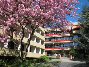 Das Caritas Alten- und Pflegeheim St. Maximilian Kolbe liegt eingebettet in die romantische Landscha...
