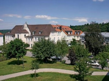 Das Parkwohnstift befindet sich im idyllisch gelegenen Markt Arnstorf im Landkreis Rottal-Inn in Nie...