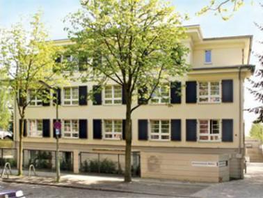 Das Sanatorium West liegt, umgeben von viel Grün, im Berliner Stadtteil Berlin Lankwitz. Das he...