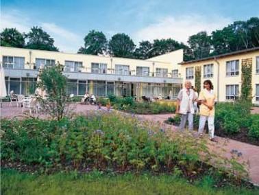 Nahe an einem Waldgebiet und doch zentral liegt das AMARITA Pflegeheim in Hohen Neuendorf. Ein S-Bah...