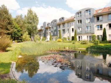 In einer besonders schön angelegten und großzügigen Parkanlage liegt der Senioren-Wo...