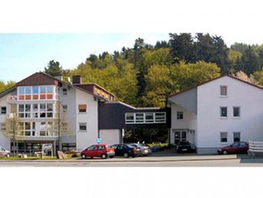 Der Löhlbacher Hof wurde 1977 als Hotel erbaut und hat diesen Charakter auch nach seiner Modernisier...