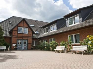 """2007 hat KerVita das Senioren-Zentrum """"Haus Eichenhof"""" übernommen. Es liegt nur wen..."""