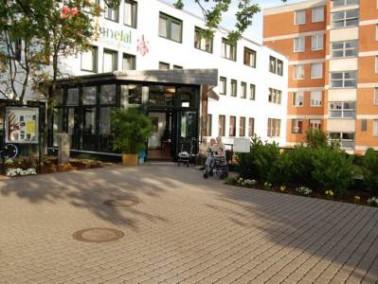 Südlich von Hannover am Rand der Leinemasch, einem Naherholungs- und Naturschutzgebiet, liegt Laatze...