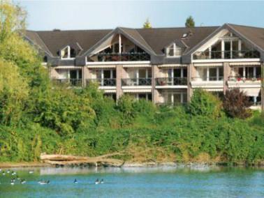 Die Seniorenresidenz liegt - wie der Name schon sagt - sehr idyllisch direkt am Latumer See. Der his...