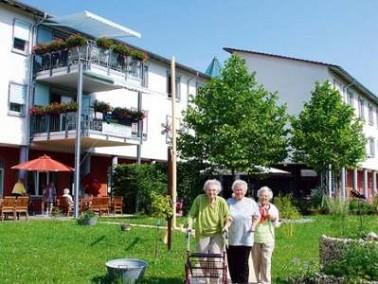 Das Altenzentrum St. Anna ist eingebettet in die Wohngebiete Lohmehlen und Aspen und liegt direkt am...