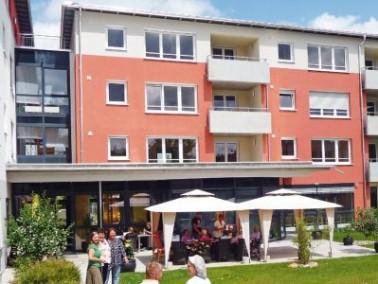 Das Altenzentrum St. Elisabeth in Rottweil der Stiftung St. Franziskus Heiligenbronn liegt im Gr&uum...