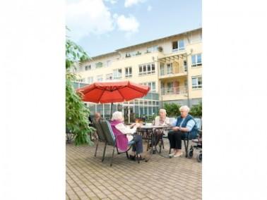 Das CURANUM Seniorenstift liegt im Herzen des Ruhrgebiets direkt am Volksgarten der Stadt Herne. Im ...