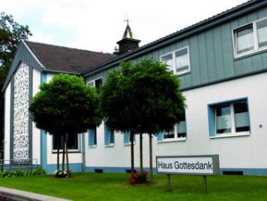 Das Haus Gottesdank liegt nördlich von Oberhausen, nahe der Autobahnausfahrt Köngishardt, ...