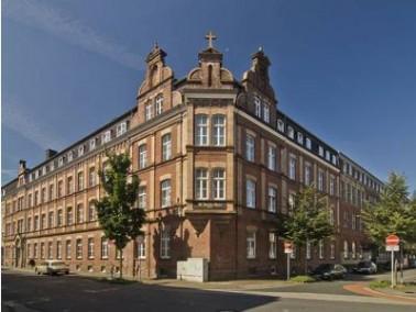 Das Altenheim St. Josef liegt inmitten der 'Samt- und Seidenstadt' Krefeld. Die zentrale und verkehr...