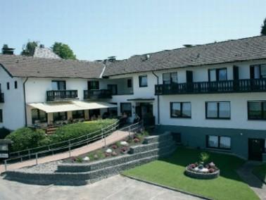 Haus Tannenhof liegt auf einer Anhöhe, mit herrlichem Blick auf den Ort, die Sieg und die gr&uu...