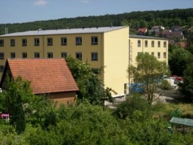 Das Haus im Umpfertal liegt direkt am grünen Ufer der Umpfer. Das viergeschossige Gebäude ...
