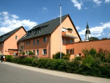 Zentral im Mülsener Ortsteil Thurm liegt das Altenpflegeheim Urbanushaus. Das moderne Gebä...