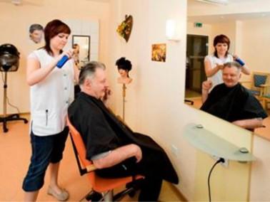 Im hauseigenen Friseursalon können sich die Bewohner verwöhnen lassen