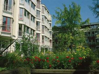 Das Samariterstift Zuffenhausen liegt in einer ruhigen Wohngegend unweit des Zentrums des Stadtbezir...