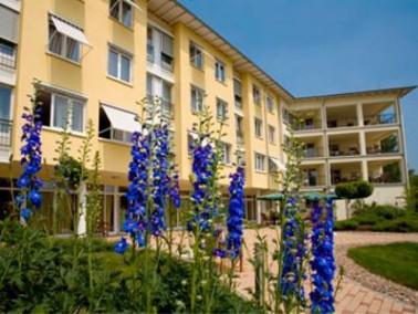 Einfühlsame Rundumbetreuung   Das CURA Seniorencentrum Halle Lutherbogen befindet sich in der ...