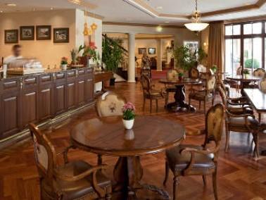 In der Kursana Villa genießen die Bewohner Premium-Wohnen und Komfortpflege in einem stilvolle...
