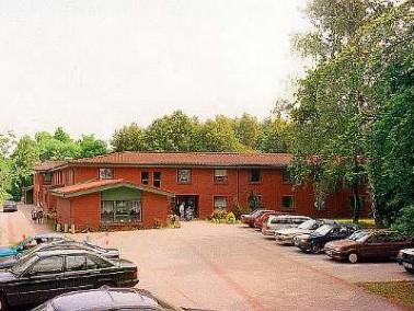 Die Pflegeeinrichtung Dr. med. Al-Bayati liegt verkehrsgünstig am Stadtrand von Lübeck, direkt am Or...