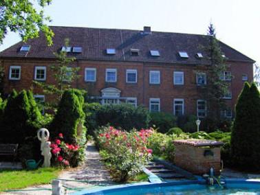 Im Jahr 1720 als Herrenhaus des Schloss Lindau erbaut, liegt das Altenheim in landschaftlich reizvol...
