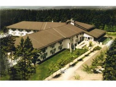 Umgebung    Mitten im Thüringer Wald befindet sich, auf einem 10.000 m² großen Waldg...