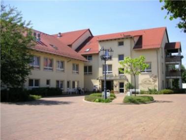 Der im Oktober 2000 neu erbaute Senioren-Wohnpark Großvargula beherbergt 50 Senioren, die voll...