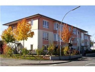 Bei uns leben 51 Bewohner in 36 freundlichen und hellen Einzelzimmern und einigen wenigen Doppelzimm...