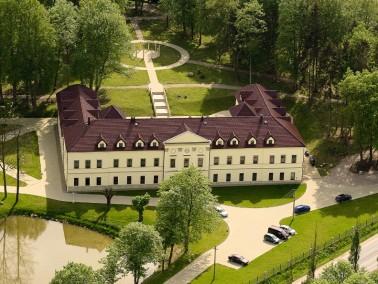 Die Senior ResidenzKAMENNÝ DVŮR offeriert Unterkünfte und Serviceleistungen in ein...