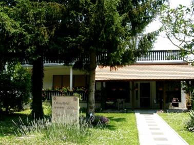 DasAltenheim Zlatne godine befindet sich in dem kleinen Ort Krcenik. Krcenik ist bekannt f&uum...