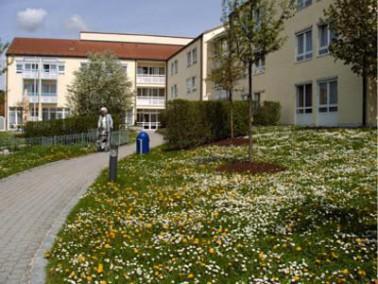 Unser Haus vom Bayerischen Roten Kreuz ist eingebettet in eine parkähnliche Anlage mit viel Gr&...
