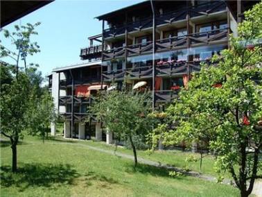 Das Seniorenwohn- und Pflegezentrum liegt in ruhiger Waldlage am Rande des Hohenbrunner Ortsteils Ri