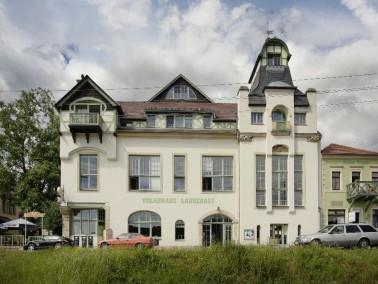 In der Einrichtung in Laubegast gibt es eine Tagespflege, eine kleine betreute Wohngruppe und ein Be...
