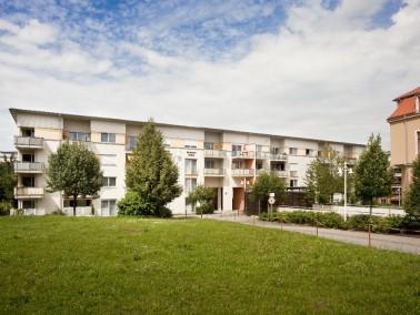 Die Einrichtung ist ein Altenpflegeheim, was fünf Wohnen im Betreuten Wohnen anbietet. Der Geb&...