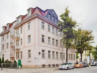 Die Einrichtung befindet sich im Stadtteil Trachenberge, nordwestlich des Stadtzentrums von Dresden....
