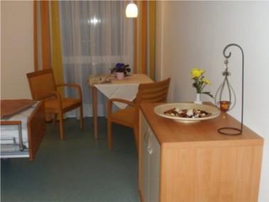 Die Einzelzimmer sind hell und freundlich eingerichtet