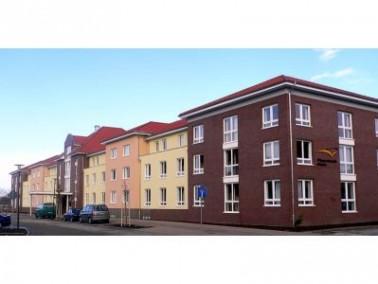 Im Hoppegartener Ortsteil Hönow erwartet die Bewohner das moderne Pflegewohnstift der Deutschen...