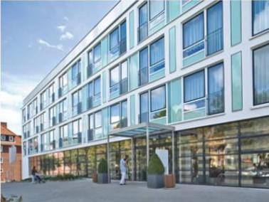 Das 2006 eröffnete AMARITA Pflegeheim befindet sich zentral in Hamburg-Mitte in einer ruhigen G...