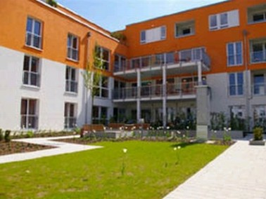 Unser Altenheim Rosengarten liegt südlich der Donau, auf dem historischen Grund der ehemaligen ...