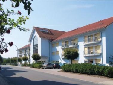 Direkt vor den Toren des großen Kurparks von Bad König gelegen befindet sich das  Seniore...