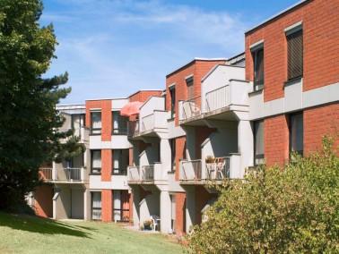Leistungen    Ihr eigenes geräumiges Apartment mit Kinderlachen aus der Nachbarschaft: Im zent...