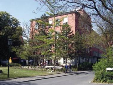 Die Wohngemeinschaft des Senioren Centrums Turmstraße in Berlin-Moabit befindet sich in den mo...