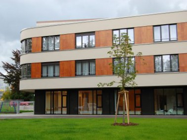 Das Seniorenzentrum Gertrud Luckner wurde im Oktober 2007 neu eröffnet und befindet sich im Reu...