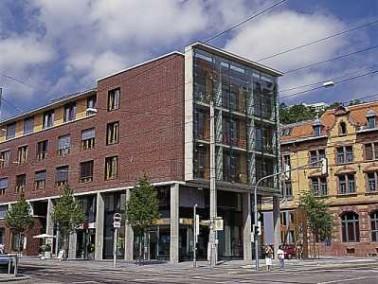 Das Generationenhaus Heslach liegt mitten im Stadtteil Heslach. Das Haus der Rudolf Schmid und Herma...